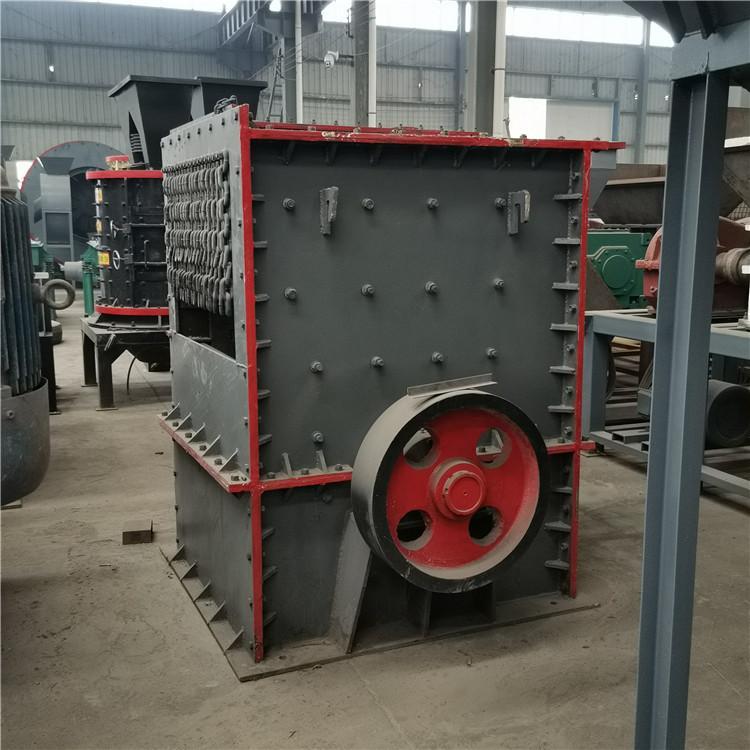 鸿宇1214箱式破碎机 重锤方箱破碎车 时产100吨鹅卵石碎石生产线配置
